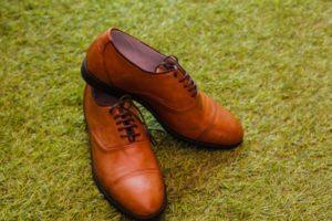 skórzane obuwie męskie w kolorze brązowym